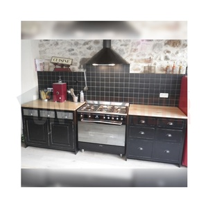 cuisine sur mesure avec modules tranversants en pin massif. Black Bedroom Furniture Sets. Home Design Ideas