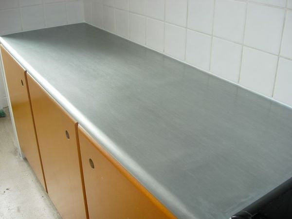 Plan de travail en zinc cuisine avec int gration for Plan de travail cuisine en zinc