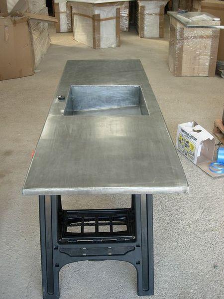 Cuisine en zinc : plan de travail en zinc avec évier en zinc